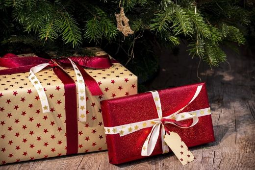 employee-and-client-Christmas-gifts